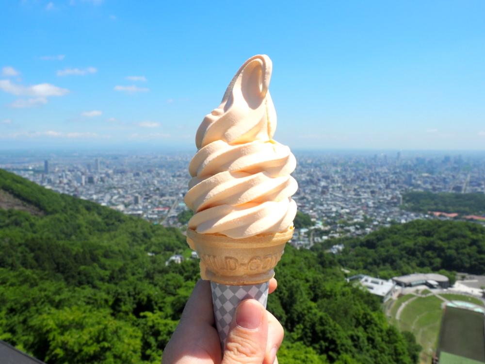 大倉山展望台_夕張メロンソフトクリーム